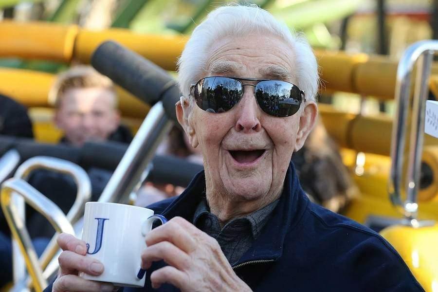 مردی 106 ساله رکورد زیپ لاین سواری را شکست (+عکس)