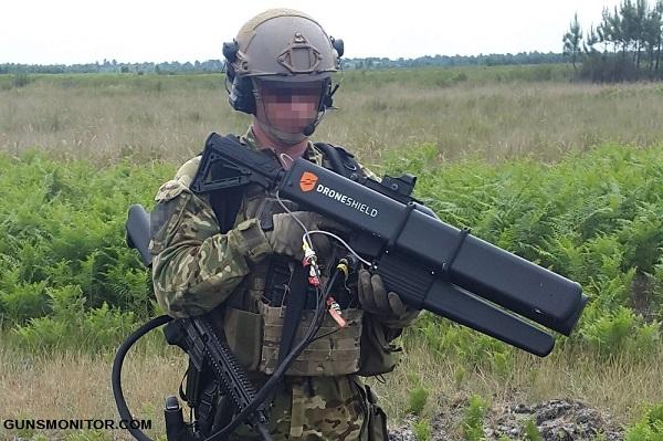 سلاحی عجیب برای مقابله با پهپاد!(+تصاویر)