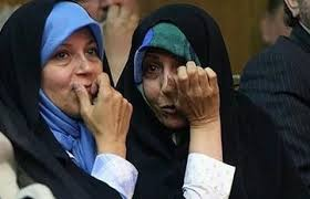فائزه هاشمی: من و خواهرم را از دانشگاه آزاد اخراج کردند