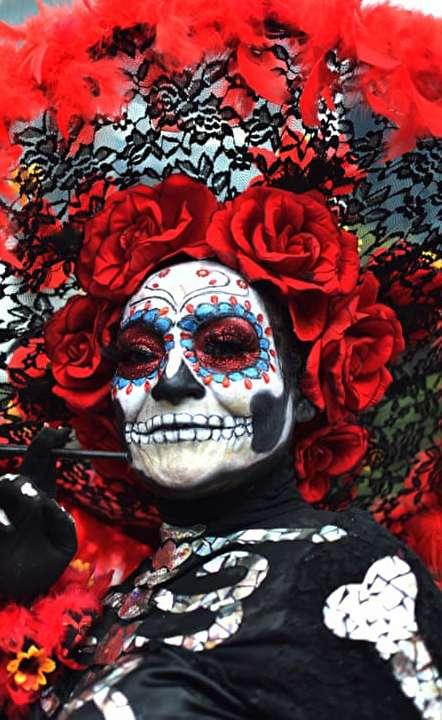 دیدنیهای امروز: از جشنواره مردگان در مکزیک تا عینک آفتابی محافظ ترامپ