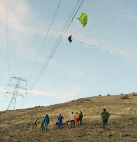 سقوط چترباز 65 ساله روی کابل برق فشار قوی (+عکس)