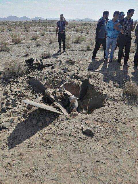 فرماندار بجستان: سقوط دو شیء ناشناس در یک روستا (+عکس)