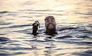 مردی که دورتادور بریتانیا را شنا کرده است (+عکس)