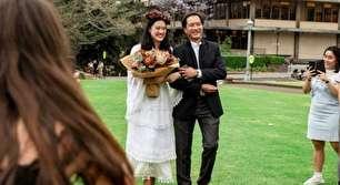 ازدواج عجیب یک دختر استرالیایی با مدرکش! (+عکس)