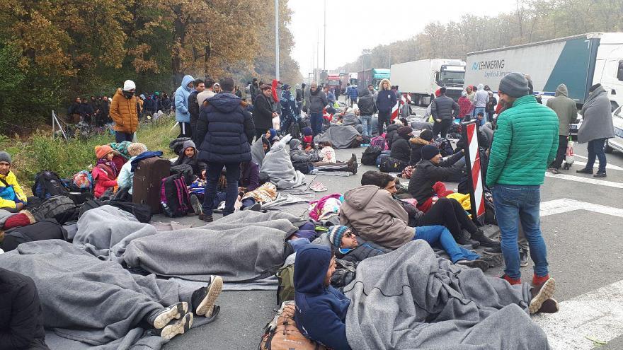 سفیر صربستان در ایران: وضعیت پناهجویان ایرانی بد نیست/ برایشان کمپ زده ایم