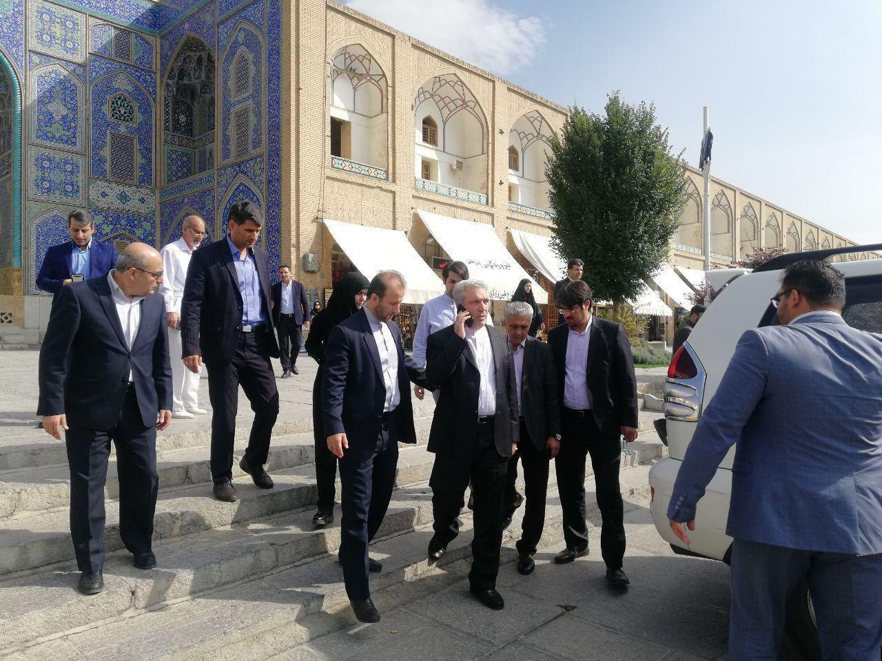 توضیح میراث فرهنگی درباره ورود مونسان با خودرو به میدان نقش جهان اصفهان