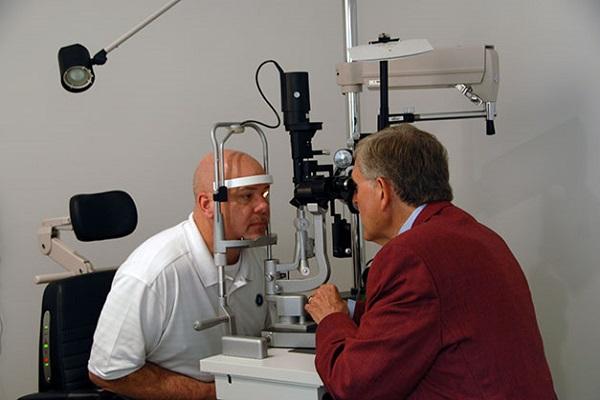 تشخیص بیماری با کمک چشم؛ از سرطان تا روماتیسم