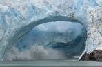 صدای پای تغییرات اقلیمی / لحظهای ترسناک از فرو ریختن یک پل یخی در یخچالهای طبیعی آرژانتین (فیلم)
