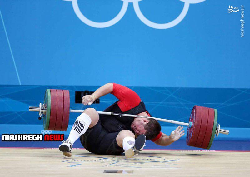 افتادن وزنه روی گردن قهرمان المپیک! (عکس)