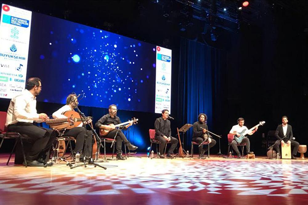 کنسرت همایون شجریان در استانبول برگزار شد (+عکس)
