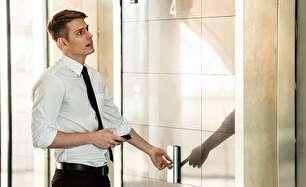 دلیل وجود آینه در آسانسور چیست؟!