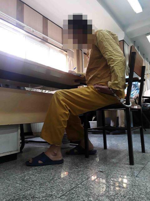 حبس گروگان در صندوق عقب خودرو به دلیل نداشتن مکان (+عکس)