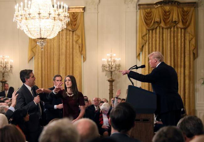 دعوای ترامپ و خبرنگار سیانان در میان عکسهای سال برگزیده رویترز (+عکس)