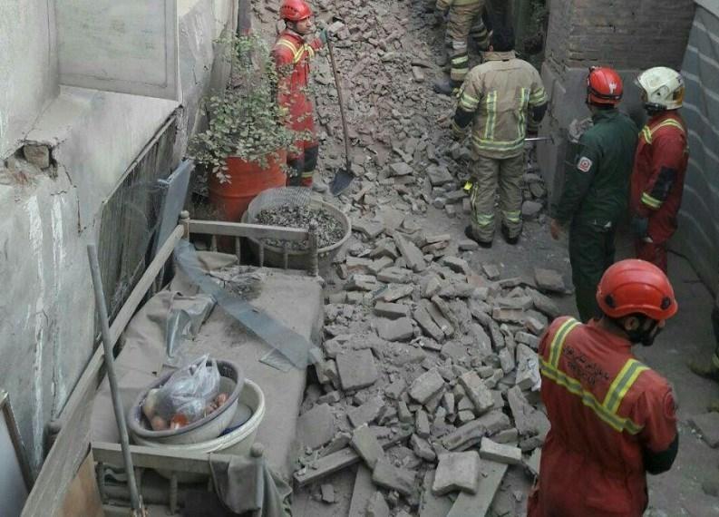 ریزش ساختمان در حال تخریب 4 مصدوم برجای گذاشت