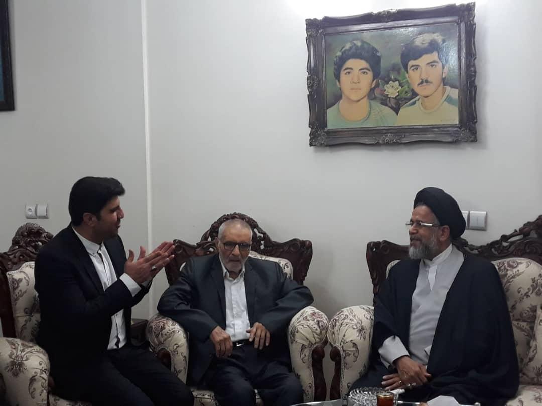 دیدار وزیر اطلاعات با خانواده شهید فهمیده (عکس)