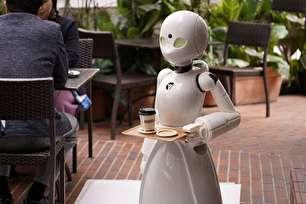 کافه ژاپنی افراد فلج را به عنوان پیشخدمت استخدام میکند (+عکس)