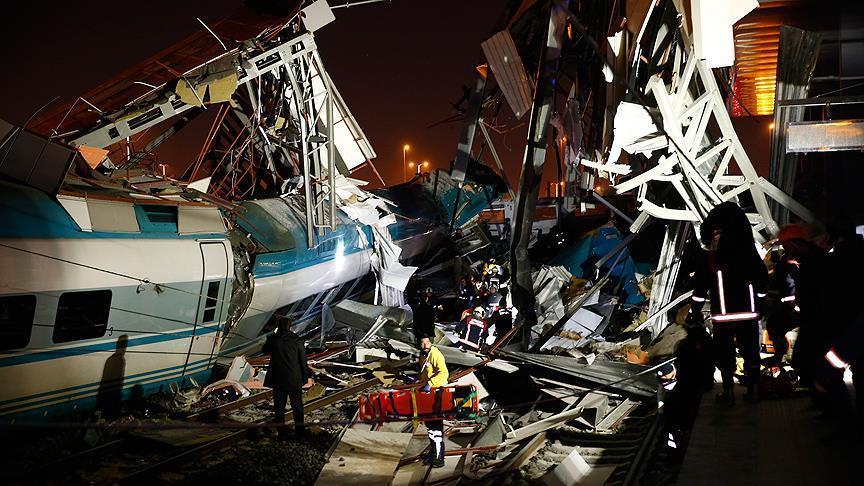 برخورد قطار با پل هوایی در ترکیه/ 4 کشته