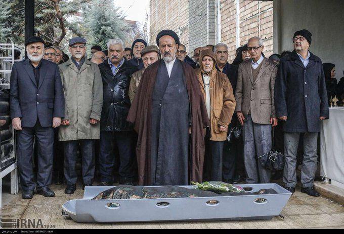 نماز حجت الاسلام والمسلمین دعایی بر پیکر همسر بازرگان