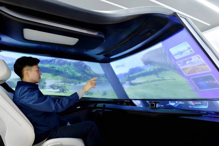 شیشه جلوی خودرو یا نمایشگر سینما؟ نگاهی به فضای داخلی خودرانهای آینده