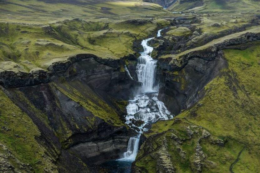 همسایگی آبشار و آتشفشان (عکس)