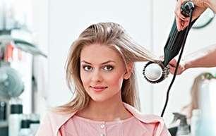 10 اشتباه رایج هنگام استفاده از سشوار که صدمات زیادی به موها می زند
