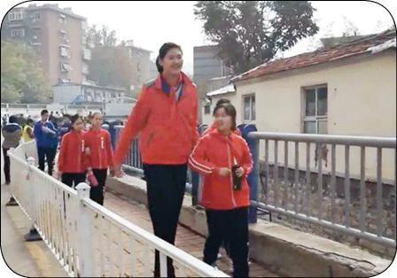 قد بلند ترین دختر دنیا! (+عکس)