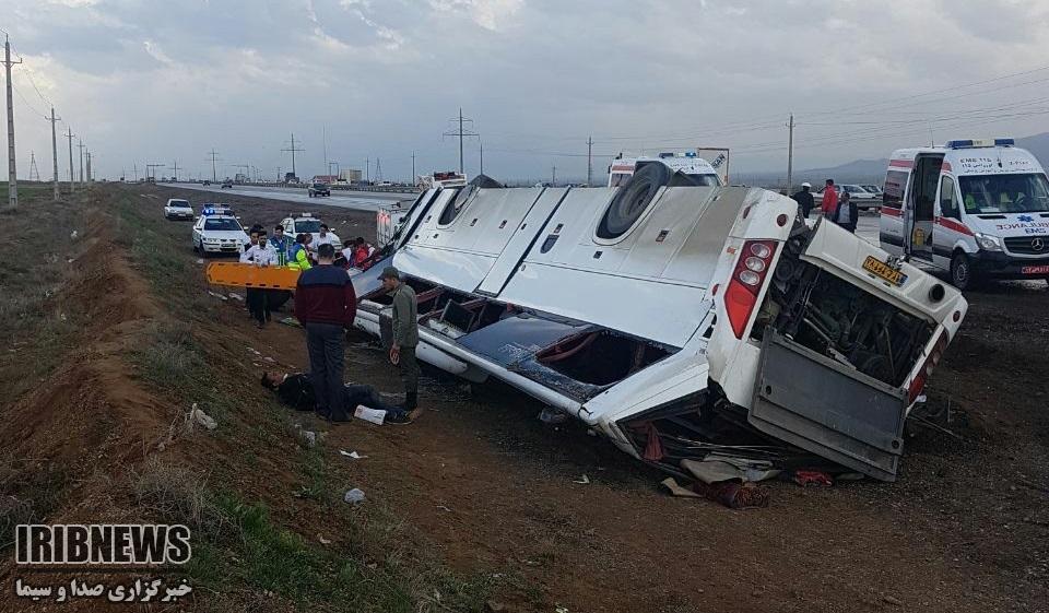 24 مصدوم براثر واژگونی اتوبوس در زنجان