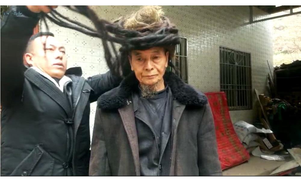 مرد 77 ساله چینی با موهای 5 و نیم متری! (+عکس)