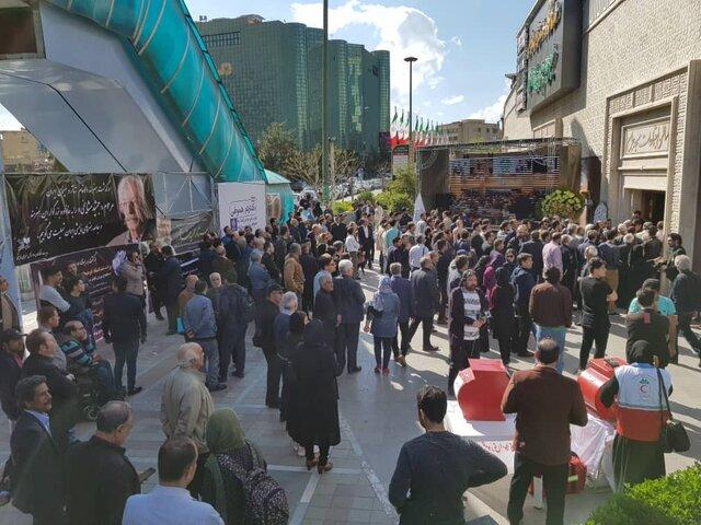 برپایی مراسم یادبود جمشید مشایخی با حضور گسترده مردم