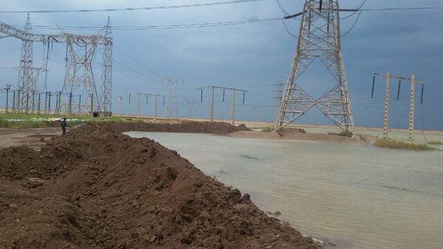 پست برق اهواز در محاصره سیلاب