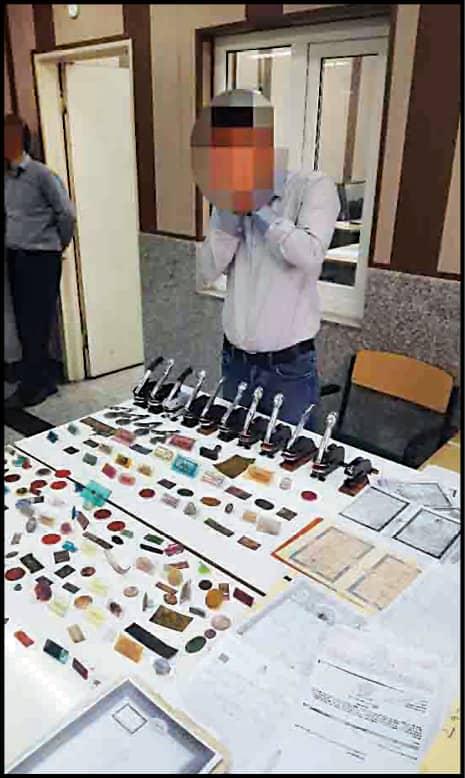 سرقت خودرو در پوشش ماساژدرمانی و پزشک فیزیوتراپ/ کشف دها اسناد جعلی از مخفیگاه متهم (+عکس)