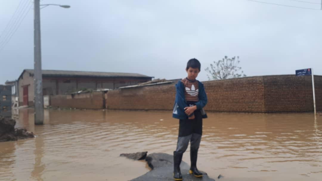 مدیریت بحران از ارسال کمکهای غذایی تا بیم طولانی شدن بازسازی مناطق سیل زده