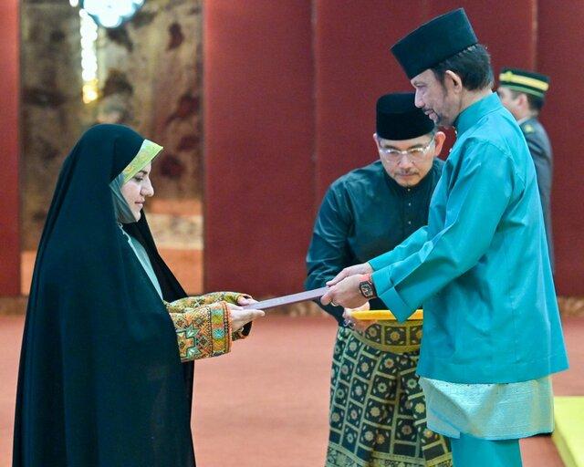 دیدار سفیر زن ایران با سلطان برونئی (+عکس)