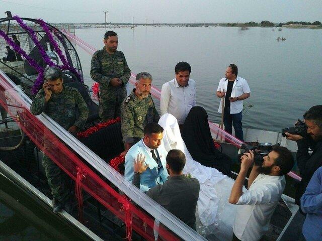 برگزاری مراسم عروسی در سیل (+عکس)