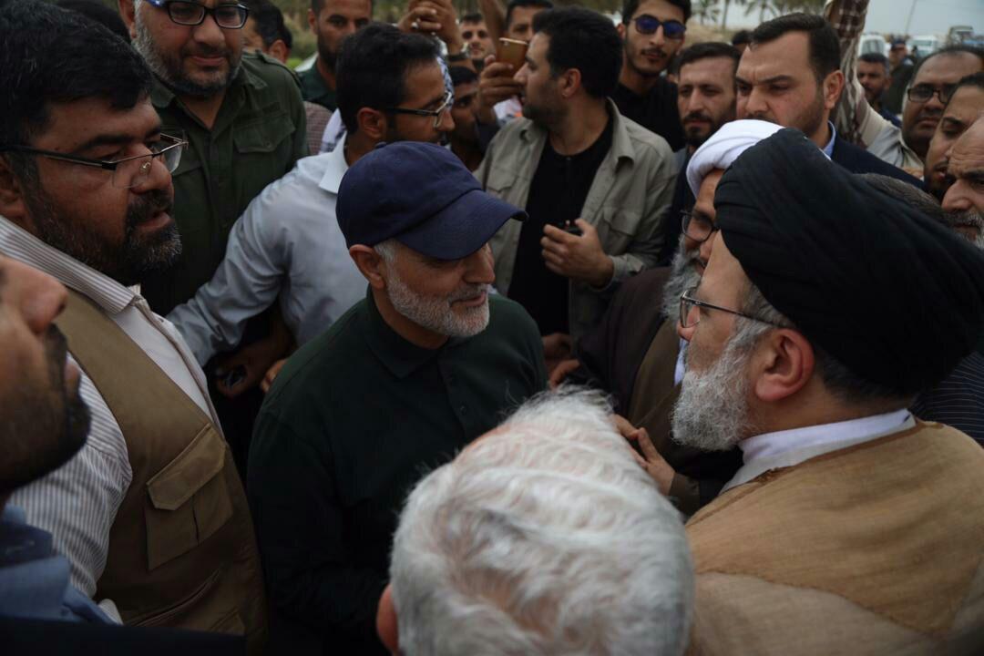 گفتگوی سردار سلیمانی و رئیسی در روستای شادگان (عکس)