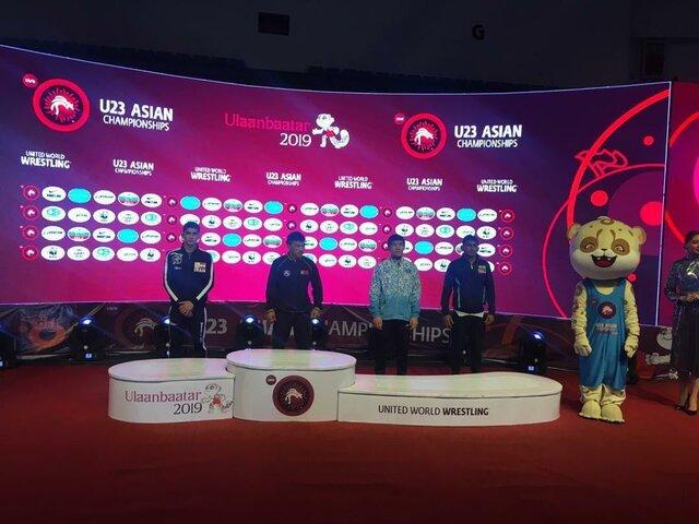 2 نقره و یک برنز کشتی آزاد امید ایران در روز دوم قهرمانی آسیا