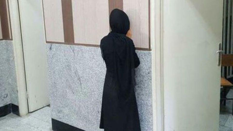 دستگیری زن جوان که لوازم آرایشی غیرمجاز میفروخت (+عکس) - 3