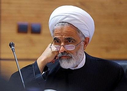 عضو مجمع تشخیص: فرمان بمباران پیامکی به اعضای مجمع از یک ستاد معین صادر شده است