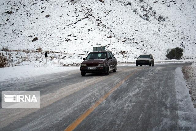 بارش برف و باران در جادههای ۱۴ استان کشور