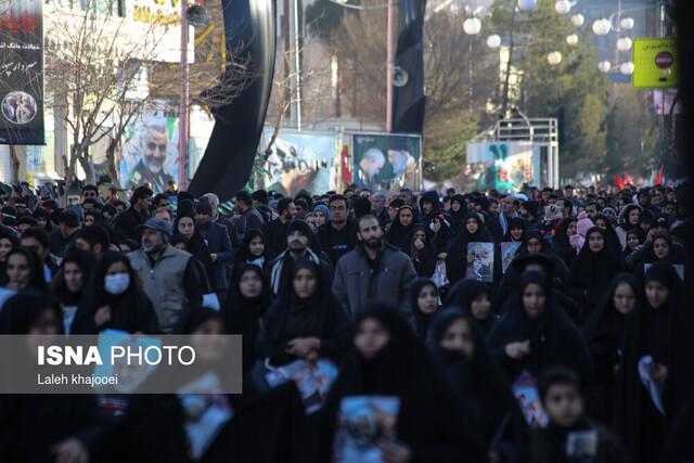 حضور مردم كرمان در مراسم تشييع شهيد سردار سليماني