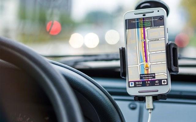 3 لوازم جانبی گوشی که باید زمان سفر در ماشین شخصیتان داشته باشید