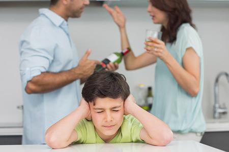 چه عواملی سبب می شود کودکان بزهکار شوند؟