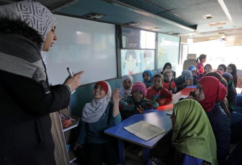 کودکان اوارخ سوری در مدرسه اتوبوسی
