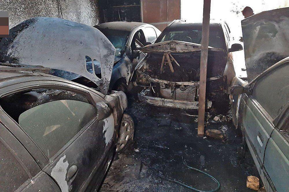 آتشسوزی 5 خودرو بر اثر اجاق خوراک پز (+عکس)