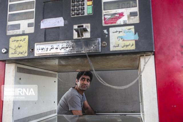 سهمیه بنزین بهمن ماه ساعت ۲۴ فردا شب (دوشنبه) واریز می شود