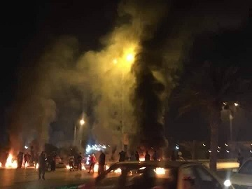 افراد ناشناس در عراق دفتر دادستان نجف را آتش زدند