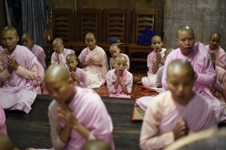 کودکان میانماری در صومعه