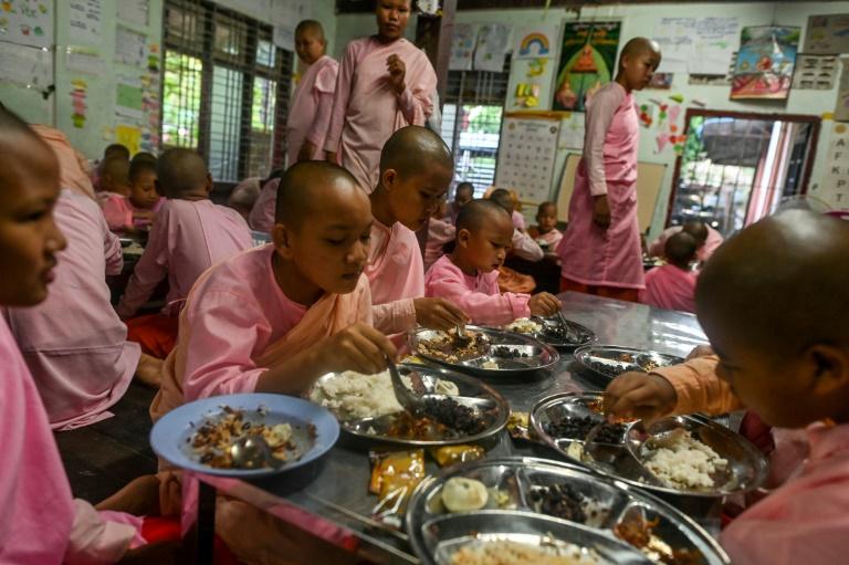 راهبان کودک در صومعه میانمار