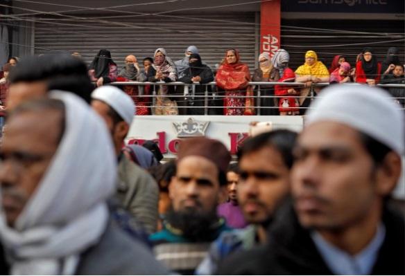 معترضان هند خیابان را بستند