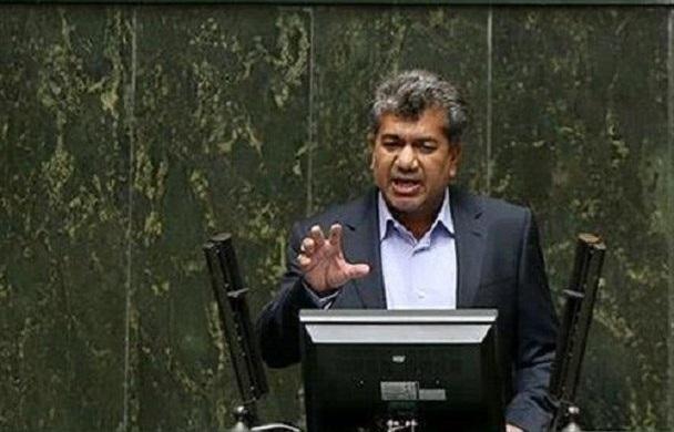 نماینده مجلس: اگر همه کرمانیها در راه حاج قاسم شهید شوند، ابایی ندارند/ هر کس ترامپ را بکشد 3 میلیون دلار جایزه نقدی میگیرد
